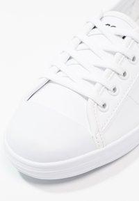 Lacoste - ZIANE - Sneakersy niskie - white - 6