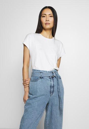 SUDELLA CROCHET - Basic T-shirt - milk