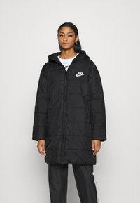 Nike Sportswear - CORE - Vinterkappa /-rock - black/white - 0
