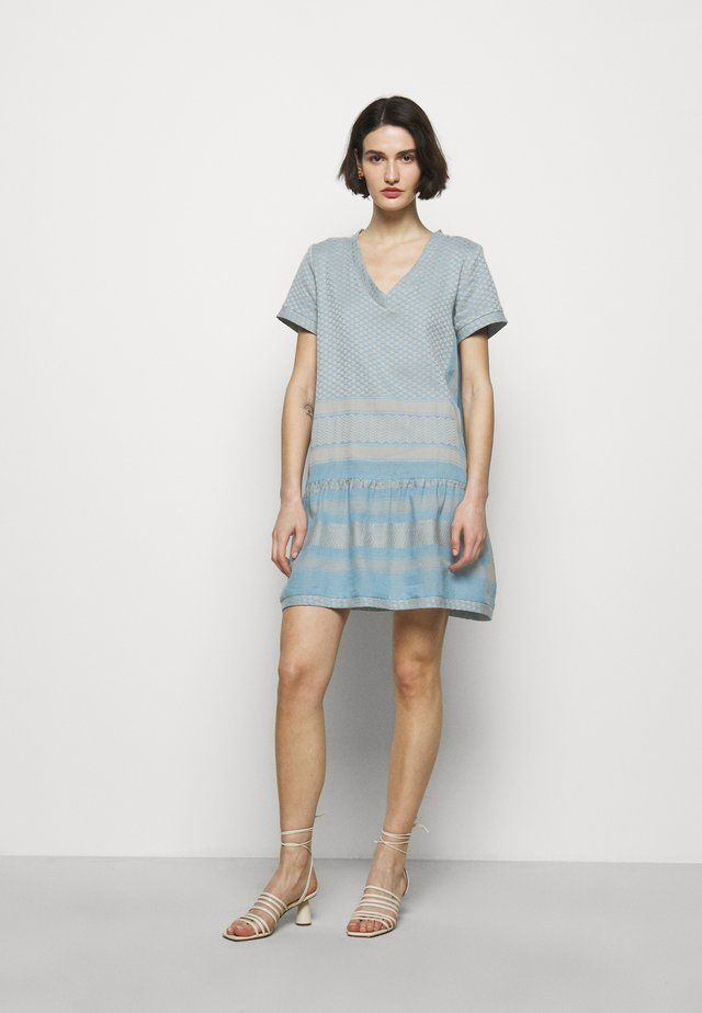 DRESS - Korte jurk - cloud