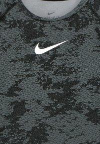 Nike Performance - Triko spotiskem - black/white - 3