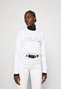 Calvin Klein - SIGNATURE - Sweatshirt - bright white - 0