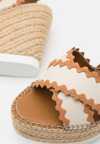 See by Chloé - GLYN - Korkeakorkoiset sandaalit - natural - 6