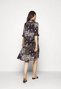 Pieces Maternity - PCMBECCA DRESS - Vestido camisero - black/purple - 2
