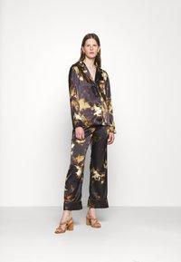 Alexa Chung - PYJAMA - Pyjama top - black/brown - 1