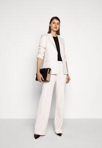 Victoria Victoria Beckham - HIGH WAIST STRAIGHT LEG TROUSER - Trousers - cream - 1