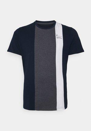 VERTICAL SPLICE CREW TEE - Print T-shirt - navy