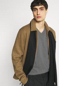 Lacoste - Basic T-shirt - touareg - 3