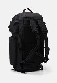 Under Armour - PROJECT ROCK DUFFLE - Sportovní taška - black - 2