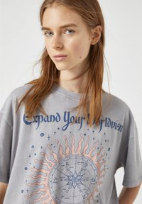 PULL&BEAR - Print T-shirt - light grey - 3
