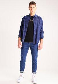 Calvin Klein Jeans - TREASURE - Print T-shirt - black - 1