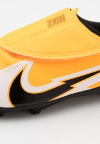 Nike Performance - MERCURIAL JR VAPOR 13 CLUB MG UNISEX - Moulded stud football boots - laser orange/black/white - 5