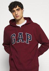 GAP - ARCH - Zip-up hoodie - shiraz - 3