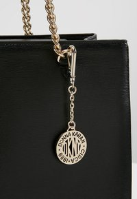 DKNY - BRYANT SHOP TOTE SUTTON - Handbag - black/gold - 6