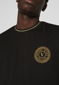 Versace Jeans Couture - MOUSE - Camiseta estampada - black - 5