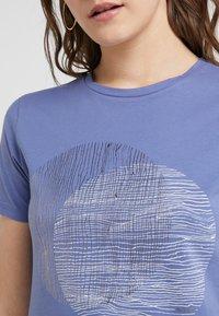 BOSS - TEMOIRE - Print T-shirt - dark purple - 4