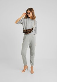 Missguided - TEE AND JOGGER SET - Tracksuit bottoms - grey - 1