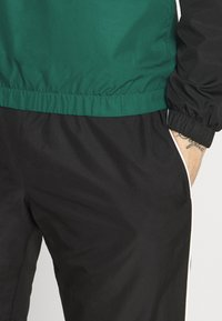Lacoste Sport - TRACKSUIT - Trainingspak - black/bottle green - 7