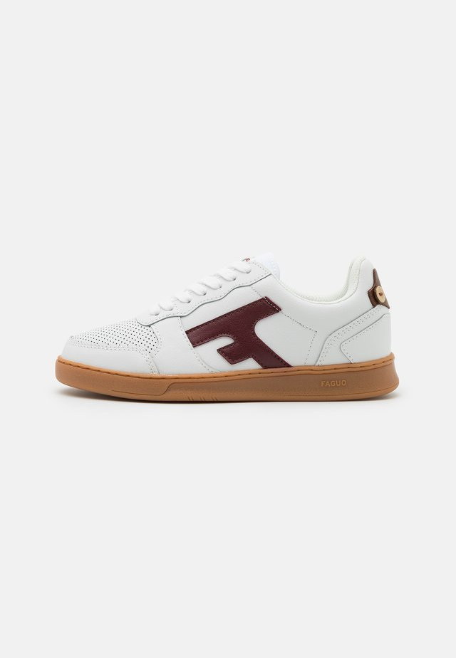 HAZEL BASKETS UNISEX - Sneakers laag - white/burgundy