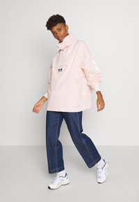 Hummel Hive - CALISTA OVERSIZED ANORAK - Windbreaker - cloud pink - 1