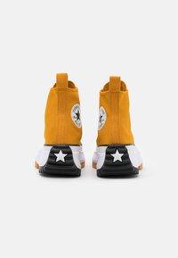 Converse - RUN STAR HIKE - Zapatillas altas - saffron yellow/white/black - 6
