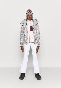Roxy - JET SKI - Kurtka snowboardowa - bright white - 1
