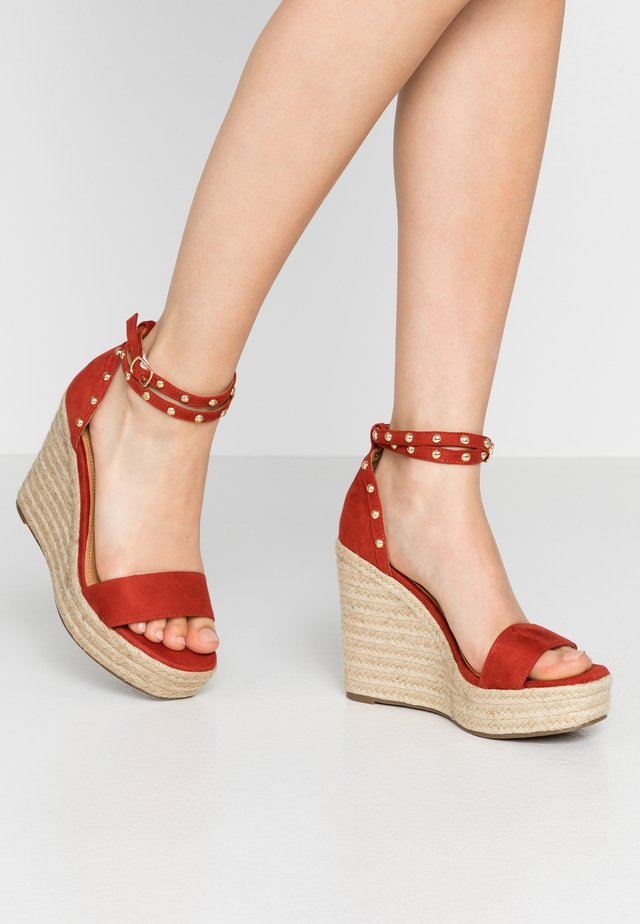 Sandály na vysokém podpatku - red
