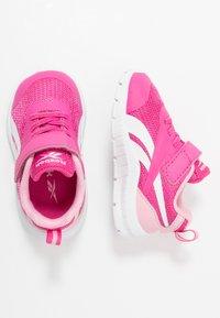 Reebok - RUSH RUNNER 3.0 - Obuwie do biegania treningowe - pink/light pink/white - 0