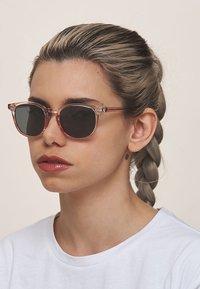 Meller - BANNA - Sunglasses - rose grey - 0