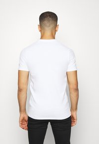 Guess - DEAL TEE - T-shirt con stampa - blanc pur - 2