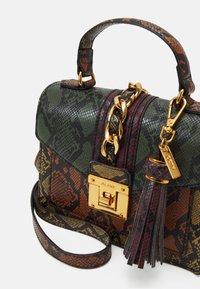 ALDO - MARTIS - Handbag - military olive/mustard rust/chocolat/gold-coloured - 3