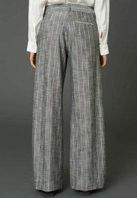 Hope - EASE  - Trousers - grey stripe - 2