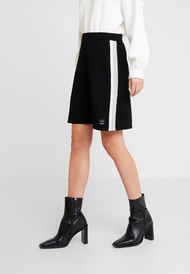 HEAVY SKIRT STRIPE DETAIL - Jupe trapèze - black