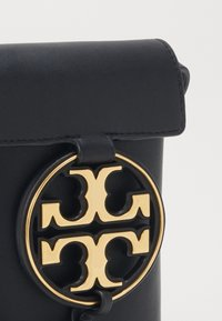 Tory Burch - MILLER PHONE CROSSBODY - Skulderveske - black - 4
