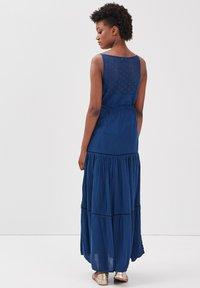 BONOBO Jeans - MIT RÜSCHEN - Maxi dress - bleu marine - 2