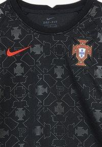 Nike Performance - PORTUGAL FPF Y NK DRY SS PM - Oblečení národního týmu - black/challenge red - 4