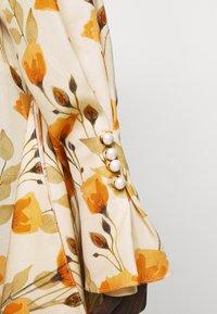 Mother of Pearl - V NECK DRESS WITH PIN TUCKS AND BUTTONS - Vapaa-ajan mekko - poppy peach - 5