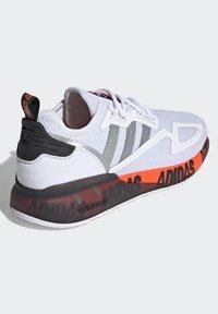 adidas Originals - ZX 2K BOOST UNISEX - Trainers - footwear white/silver metallic/core black - 4