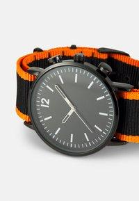 Pier One - Rannekello - black/orange - 3