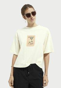 Scotch & Soda - Print T-shirt - ecru - 0
