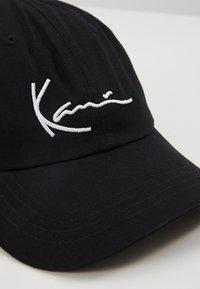 Karl Kani - SIGNATURE  - Cap - black/white - 6
