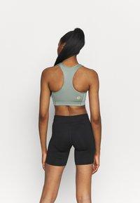 ASICS - SAKURA SPIRAL BRA - Medium support sports bra - slate grey - 2