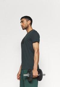 4F - T-shirt print - dark green - 3