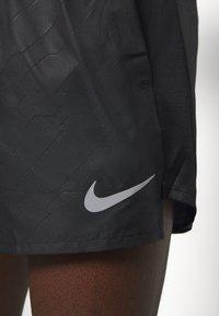 Nike Performance - Urheilushortsit - black/silver - 5