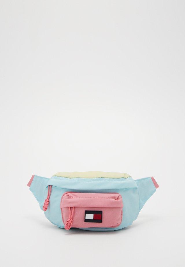 CORE BUMBAG - Gürteltasche - pink