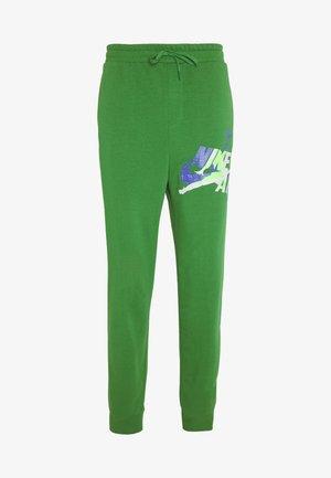 M J JUMPMAN CLSCS LTWT PANT - Joggebukse - aloe verde