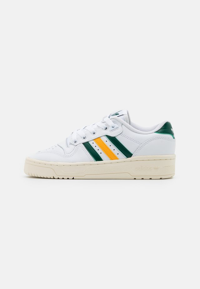 RIVALRY SPORTS INSPIRED SHOES UNISEX - Sneakersy niskie - footwear white/collegiate green/gold