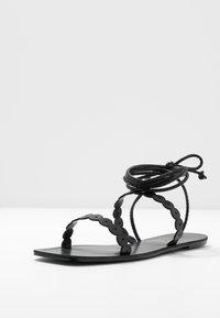 Lost Ink Wide Fit - STRAP DETAIL ANKLE WRAP FLAT - Sandaalit nilkkaremmillä - black - 4