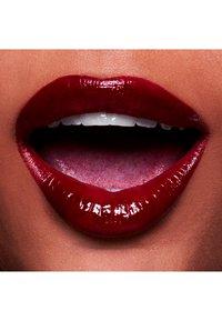 MAC - VERSICOLOUR VARNISH CREAM LIP STAIN - Lip stain - no interruptions - 2