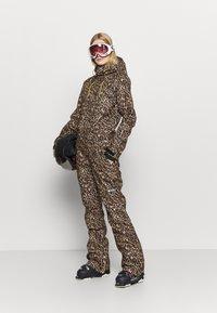 DC Shoes - JUMPSUIT - Pantaloni da neve - brown - 1